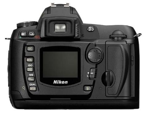 le Nikon D70 de dos