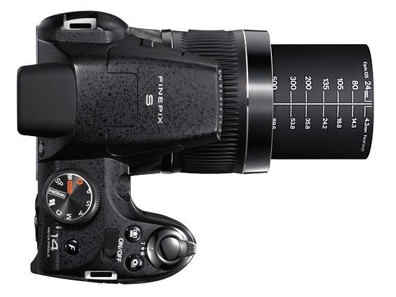 le Fujifilm FinePix S3400 de haut