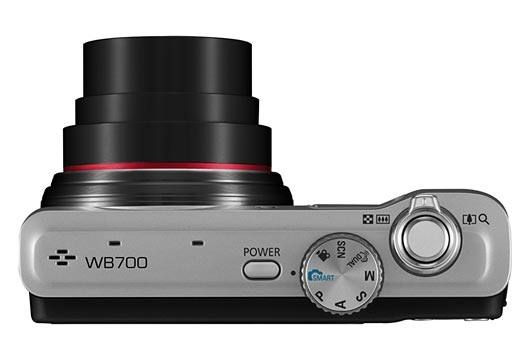 le Samsung WB700 noir de haut