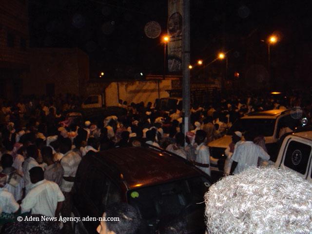 الموكب الجماهيري لتشييع القتلى في مدينة الشحر بحضرموت 14 سبتمبر أيلول 2010 نقلا عن (عنا).. alasaa.yoo7.com