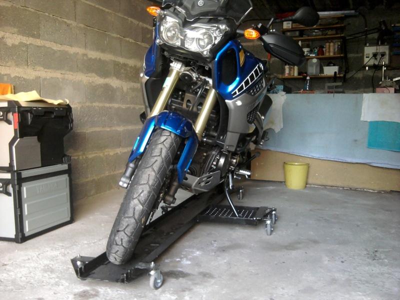 ranger sa moto dans le garage biker57. Black Bedroom Furniture Sets. Home Design Ideas