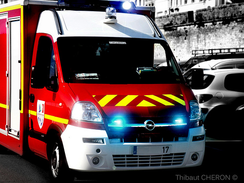 vol dans l 39 ambulance des pompiers. Black Bedroom Furniture Sets. Home Design Ideas