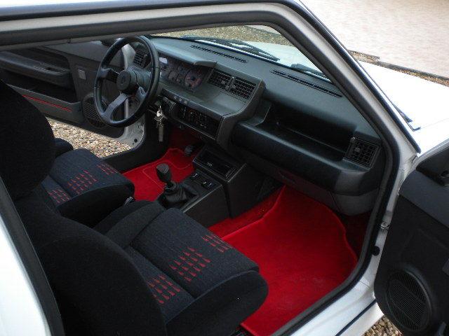 Super 5 gt turbo blanc glacier de 1990 for Renault super 5 interieur